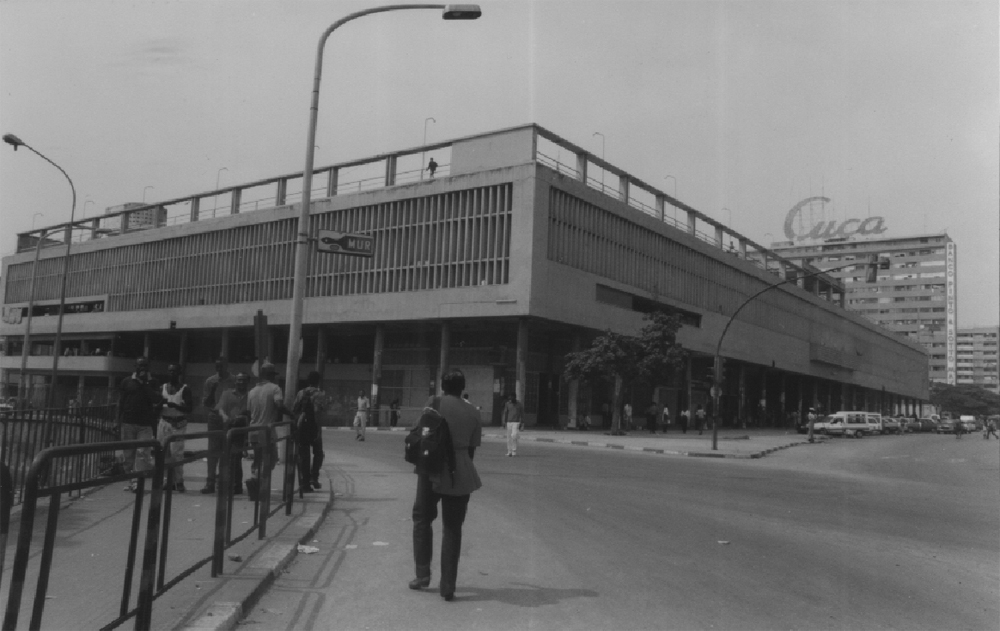 Kinaxixi Market, Luanda, 19?? (photographer: Ruy Carlos Afonso)